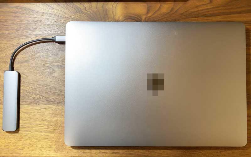 satechi スリムアルミニウムTYPE-CとMacBookPeo16インチ